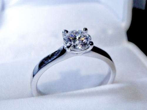 Solitaire Engagement Ring with 1 Carat (f-colour) Diamond in 18ct White Gold – 183d34048-d